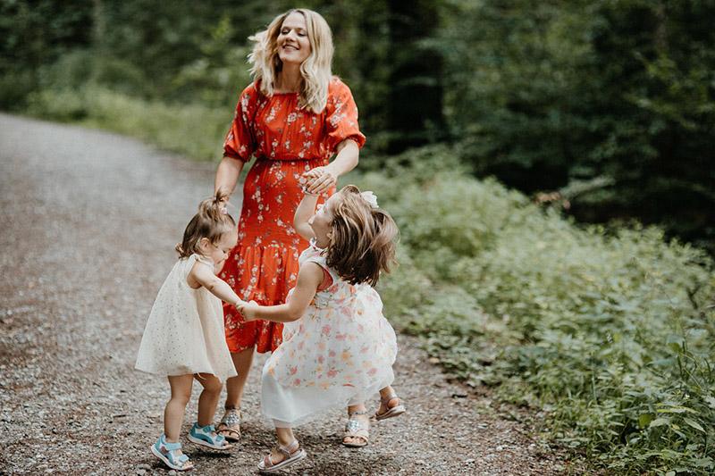 Мать одиночка с детьми